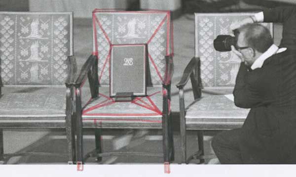 Nobel Peace Price Chair by Tino Seubert 04 - The Sketch