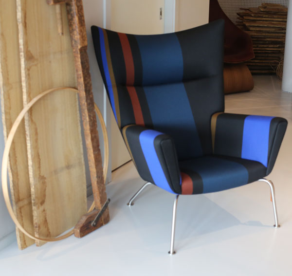 CH445 WING CHAIR I56A1890
